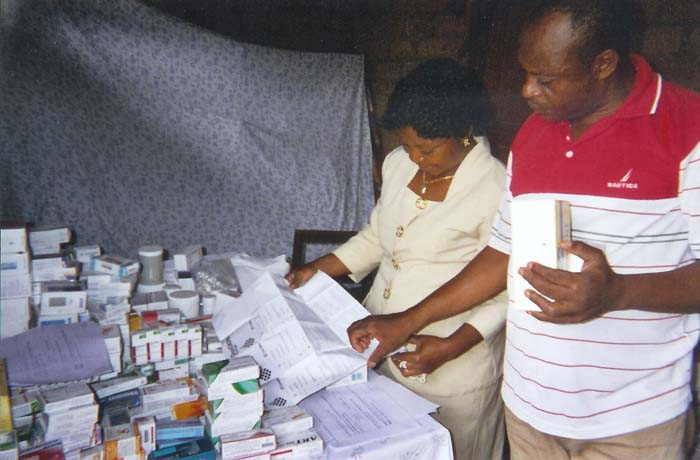 9 on s affaire la pharmacie install e chez m et mme zee akoa - Centre educatif palmier ...